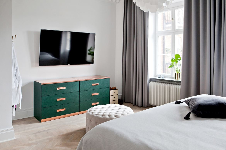 Klassieke slaapkamer met open inloopkast