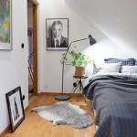 Kleine logeerkamer met schuin dak