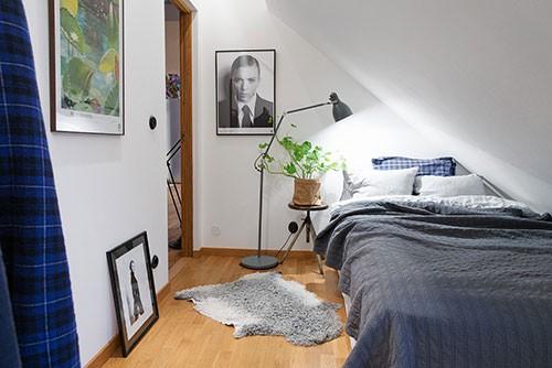 kleine slaapkamer schuin dak – artsmedia, Deco ideeën