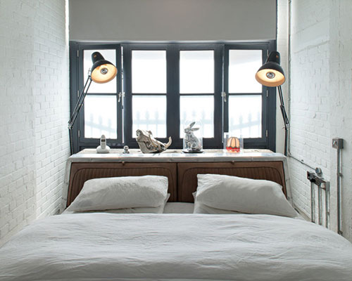 Kleine open slaapkamer met industrieel ontwerp