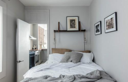 Kleine stijlvolle slaapkamer met grijze muren slaapkamer idee n - Slaapkamer jaar ...