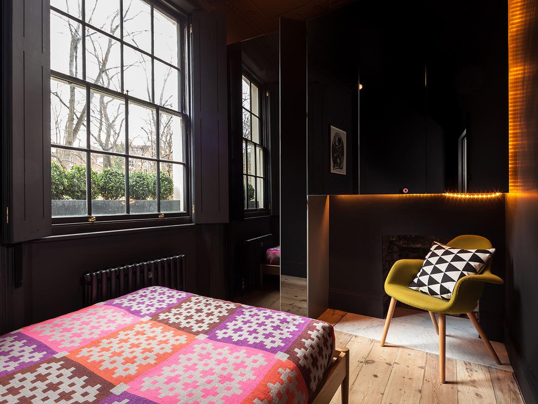 Zwarte Slaapkamer Muur : Kleine slaapkamer met zwarte muren slaapkamer ideeën