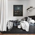 Kleine slaapkamer waar net een bed in past