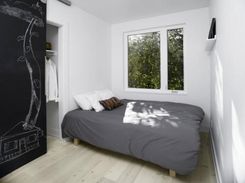 Kleine Slaapkamer Met Inloopkast : moderne slaapkamer die voorzien is ...