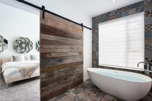 L-vormige slaapkamer met schuifdeuren | Slaapkamer ideeën