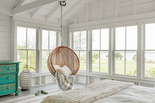 Landelijke zomerse slaapkamer zomerhuisje