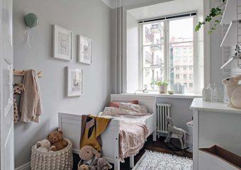 Leuke Scandinavische kinderkamer met grijze muren
