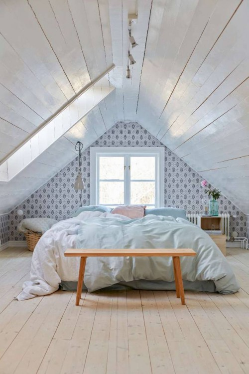 Leuke zolderslaapkamer met puntdak
