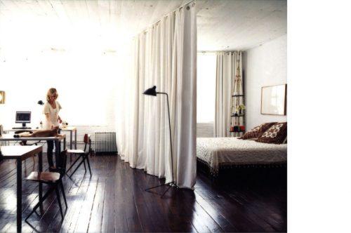 Loft slaapkamer achter gordijn  Slaapkamer ideeën
