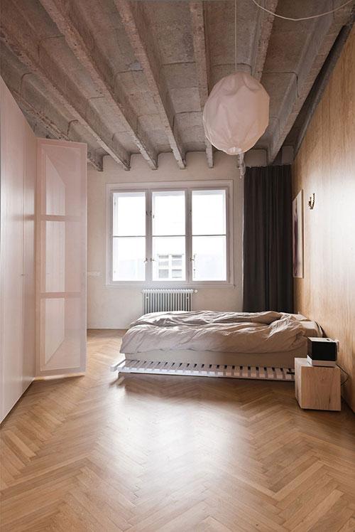 Loft slaapkamer met betonnen plafond