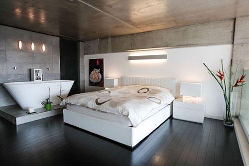 Loft slaapkamer met vrijstaand bad | Slaapkamer ideeën