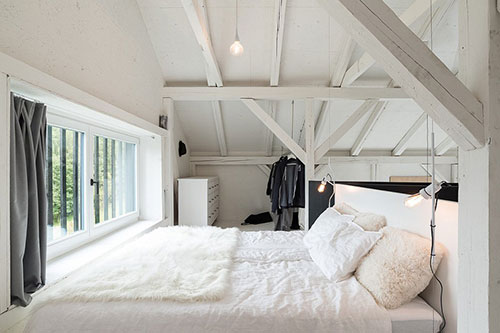 Loft slaapkamer van woonboerderij  Slaapkamer ideeën