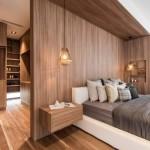 Luxe 'houten' slaapkamer met geheime deur naar inloopkast