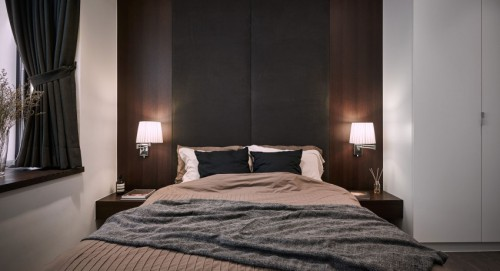 Luxe moderne slaapkamer met donker eiken hout  Slaapkamer ideeën