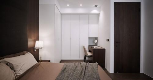 Luxe moderne slaapkamer met donker eiken hout