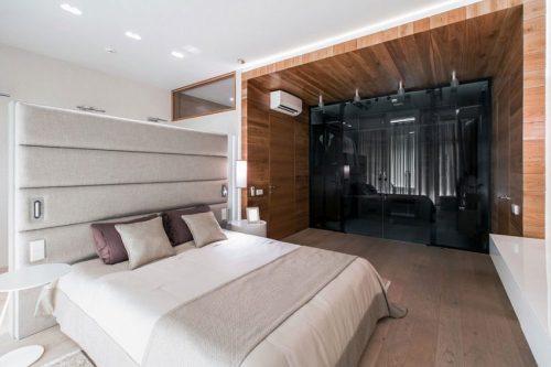 Luxe slaapkamer met glazen inloopkast | Slaapkamer ideeën
