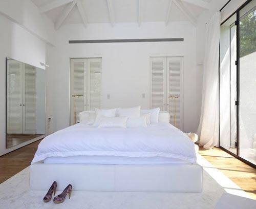 Luxe slaapkamer met toegang tot tuin zwembad