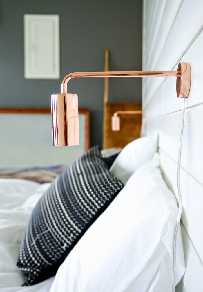 Materialen mix in een landelijke slaapkamer