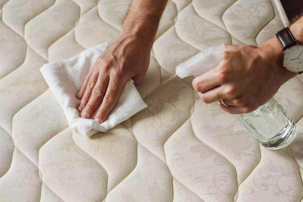 matras schoonmaken vlekken verwijderen