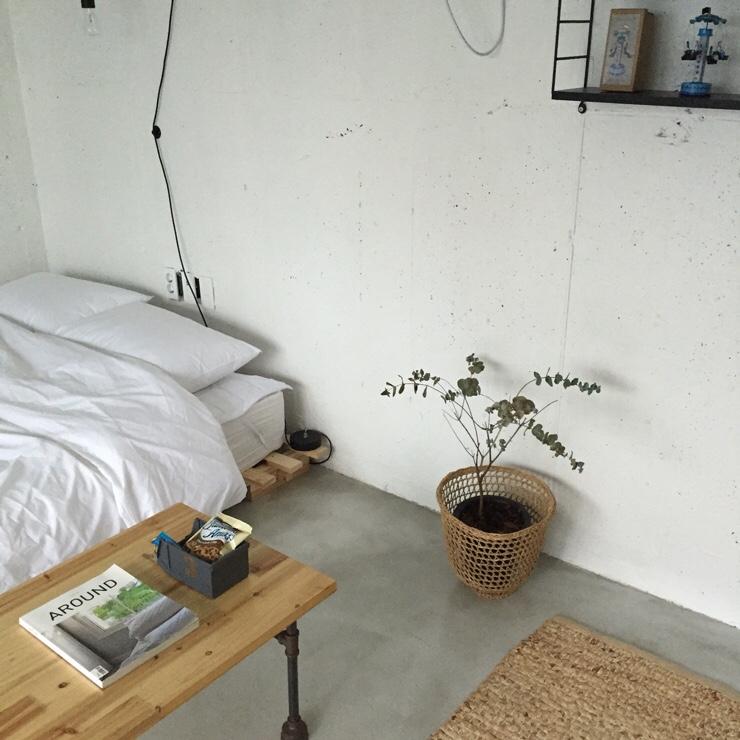 Minimalistisch stoere loft slaapkamer van Sally