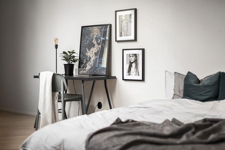 Minimalistische driehoekige slaapkamer
