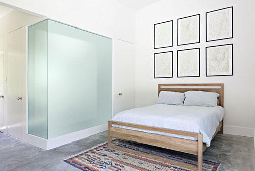 Kleine Minimalistische Slaapkamer : Minimalistische slaapkamer met betonnen vloer slaapkamer ideeën