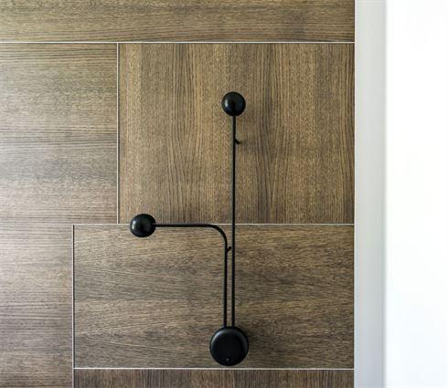 Modern en warm ontwerp voor slaapkamer van klein appartement van 40m2