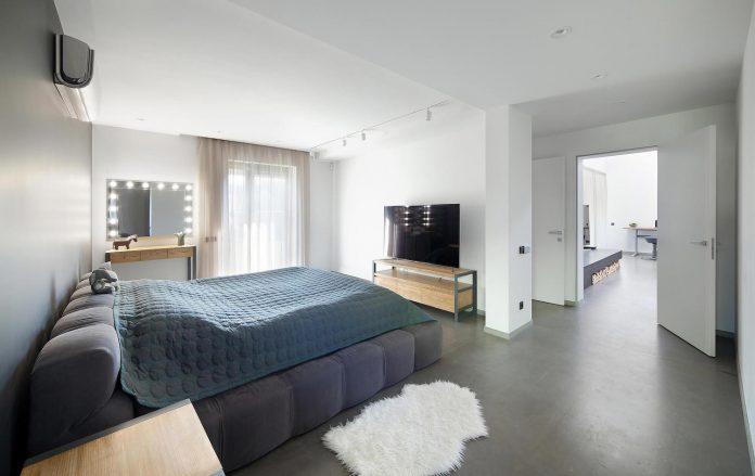 Moderne industriële slaapkamer van loft woning