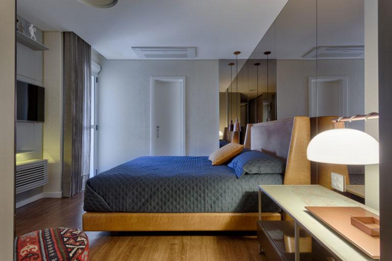 Moderne klassieke slaapkamer uit Brazilië met inloopkast