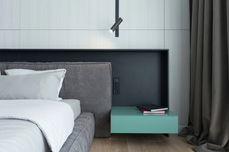 Moderne luxe slaapkamer van penthouse appartement in Kiev