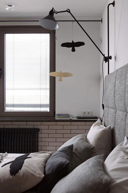 Zwarte slaapkamer ideeen : Moderne slaapkamer met hout en zwart staal ...