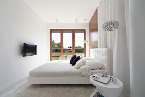 Moderne slaapkamer met inloopkast achter gordijn : Slaapkamer ideeu00ebn