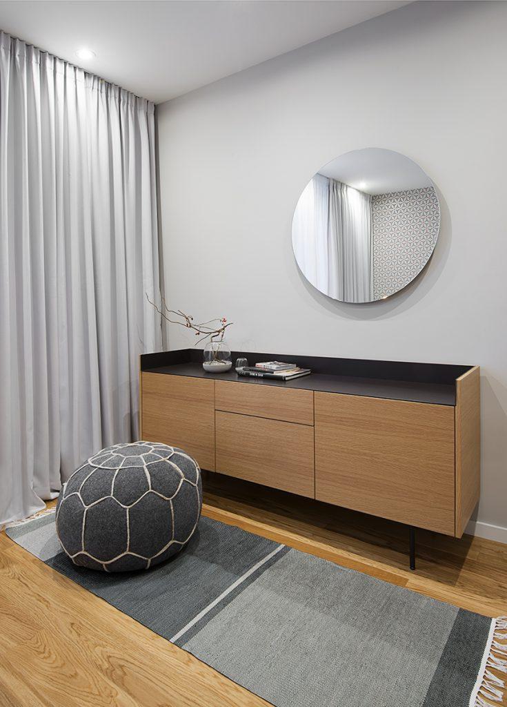 Moderne slaapkamer met hout en grafisch behang