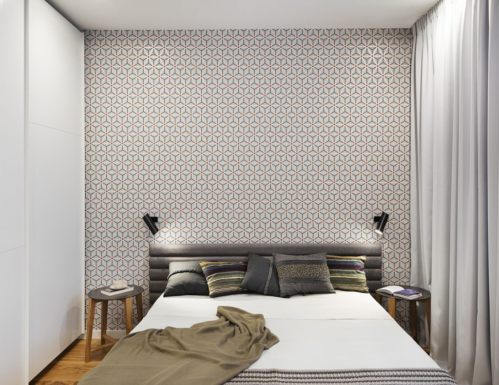 Moderne slaapkamer met hout en grafisch behang slaapkamer ideeën