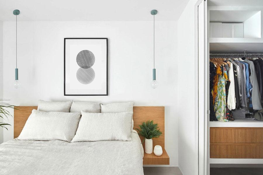 Moderne slaapkamer met perfecte inloopkast