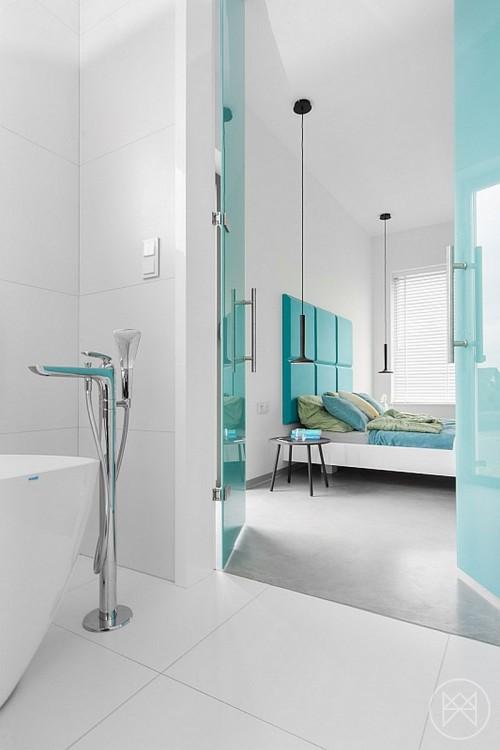Moderne slaapkamer met turquoise accenten