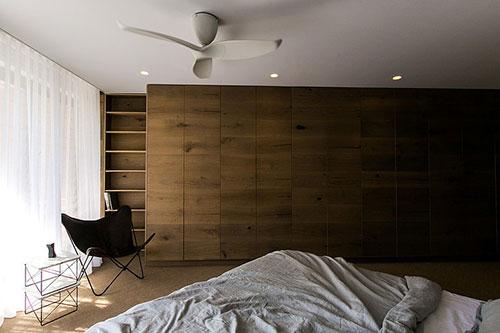 Moderne slaapkamer met op maat gemaakte kledingkast | Slaapkamer ideeën