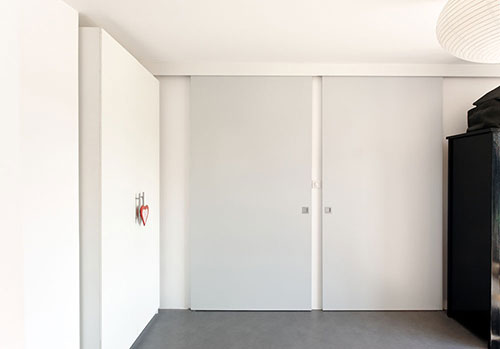 Rode Slaapkamer Ideeen : Moderne slaapkamer met rode muur slaapkamer ideeën