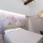Moderne slaapkamer met rustieke houten balken