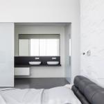 Moderne slaapkamer met structuur muur