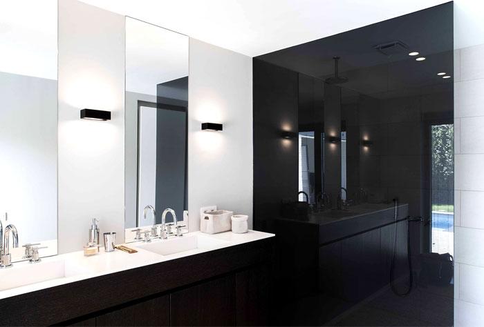 Moderne slaapkamer suite met schuifdeur naar badkamer