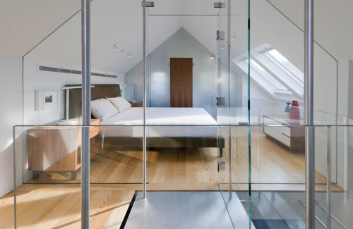 Moderne slaapkamer op zolder