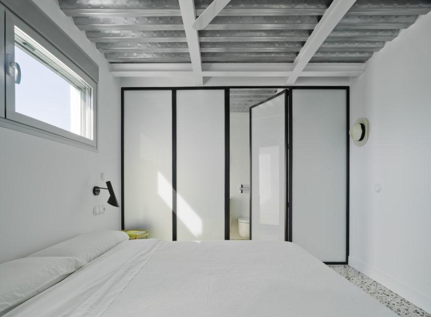 Moderne stoere slaapkamer met granieten vloer