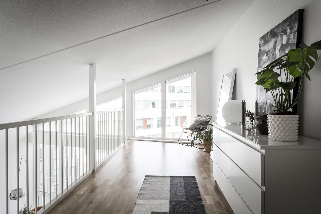 Mooie scandinavische mezzanine slaapkamer slaapkamer idee n - Mezzanine woonkamer ...