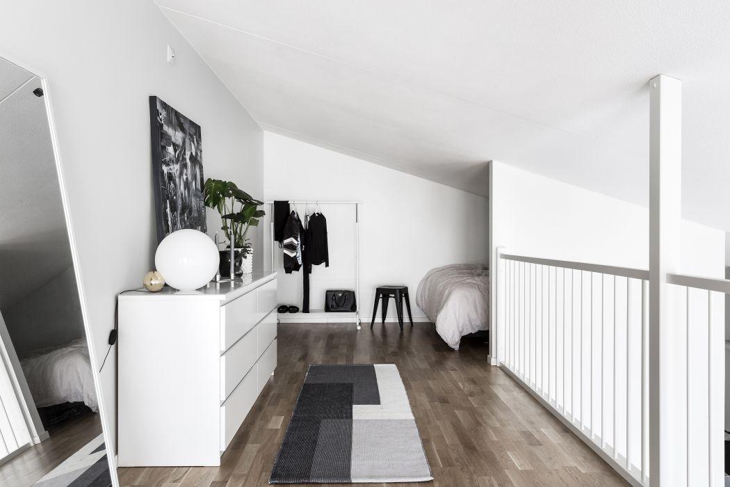 Mooie Scandinavische mezzanine slaapkamer