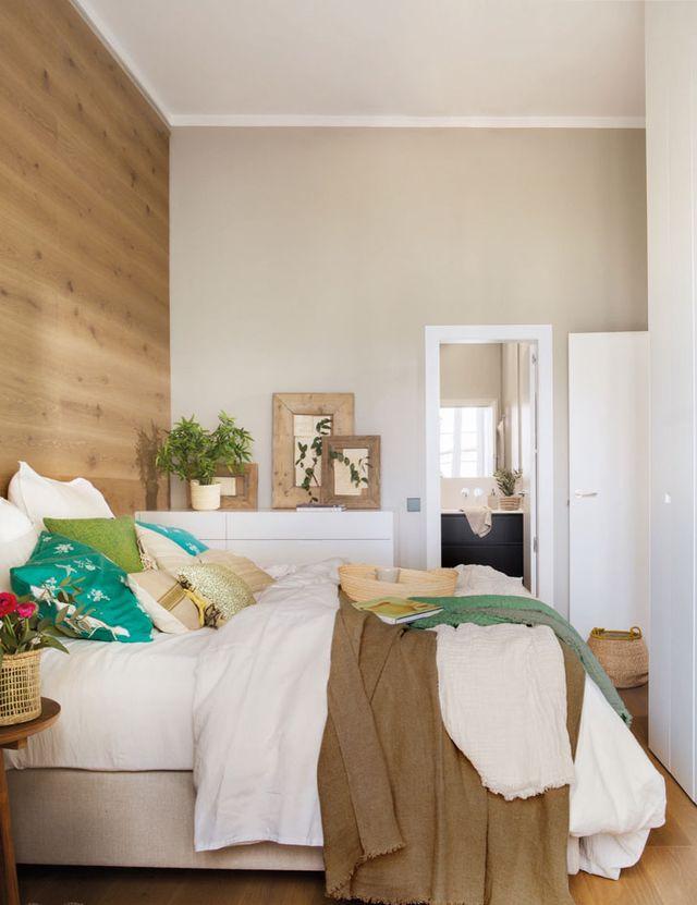 Mooie slaapkamer met een luxe houten wand | Slaapkamer ideeën