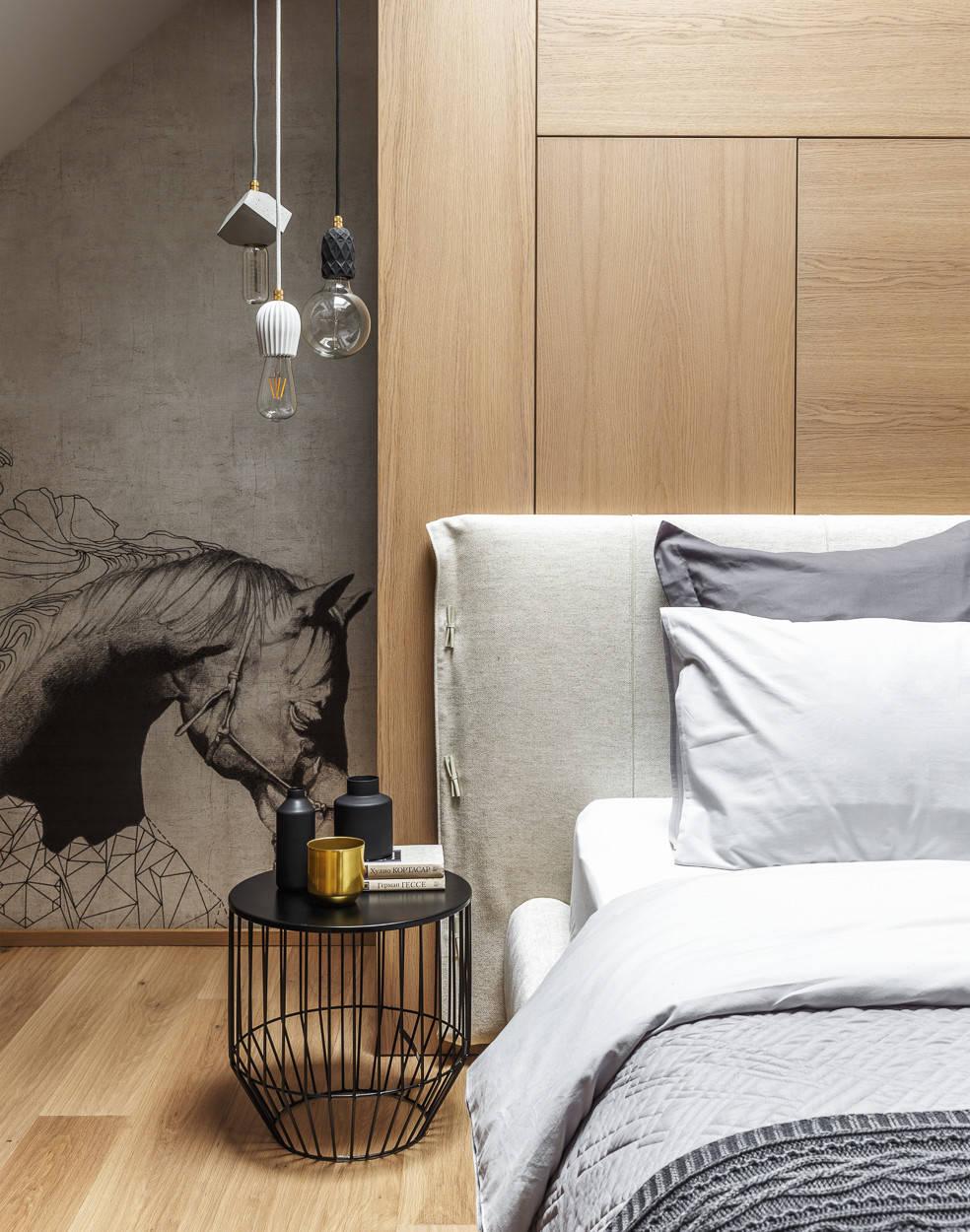 Mooie slaapkamer met houten wandbekleding en behang for Mooie slaapkamer