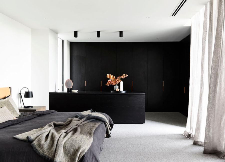 Mooie slaapkamer met inloopkast door Canny Architecture
