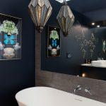 Mooie slaapkamer met luxe en suite badkamer