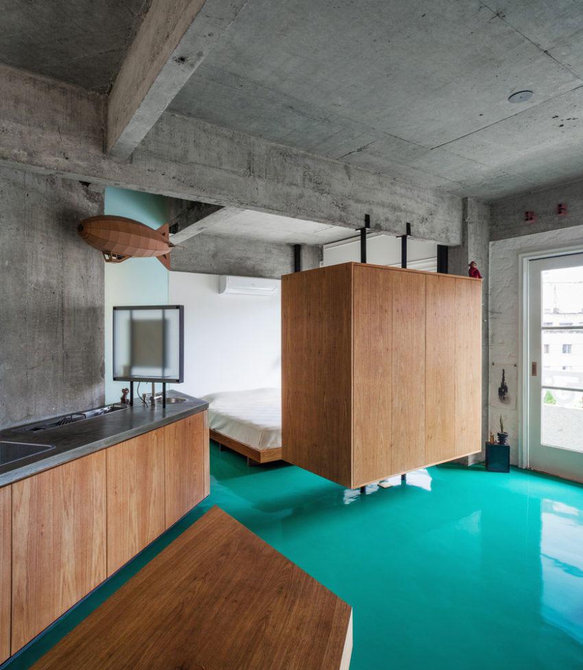 Open slaapkamer gescheiden van woonkamer met hangende scheidingskast
